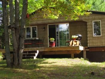 Evergreen Cottage near Pictured Rocks , On the Trail, close to Lake Superior!, alquiler de vacaciones en Au Train