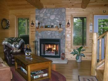 Moose Lodge on Cranberry Lake*Gorgeous Home, secluded, dogs ok, wifi, log beds!, alquiler de vacaciones en Munising