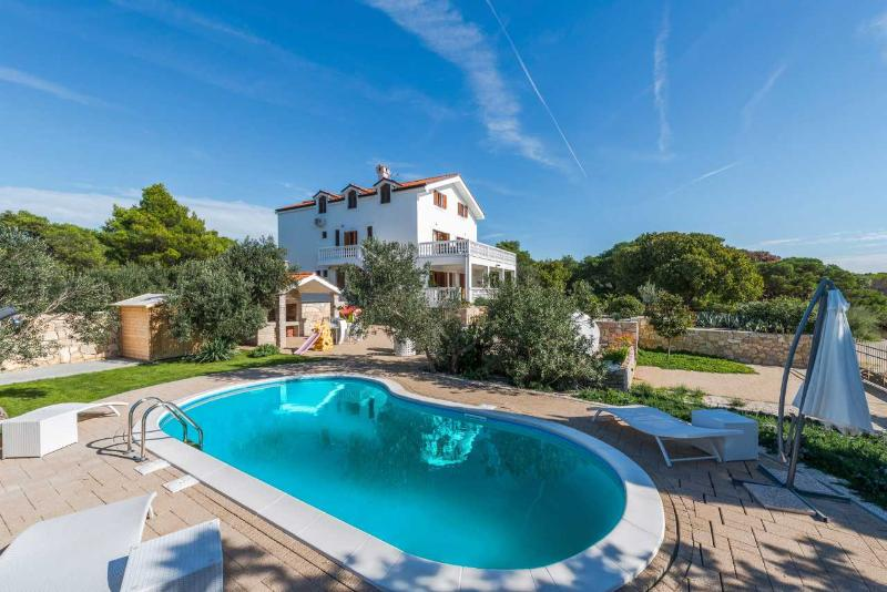Villa Grande Pirovac – Luxury sea front pool villa in Pirovac, near Sibenik, vacation rental in Pirovac