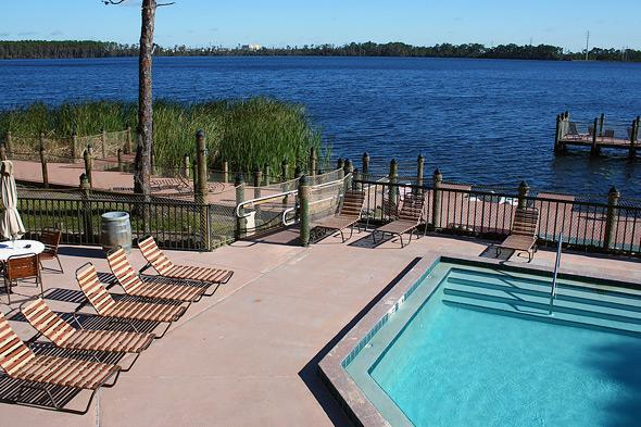Piscina & Lakeview