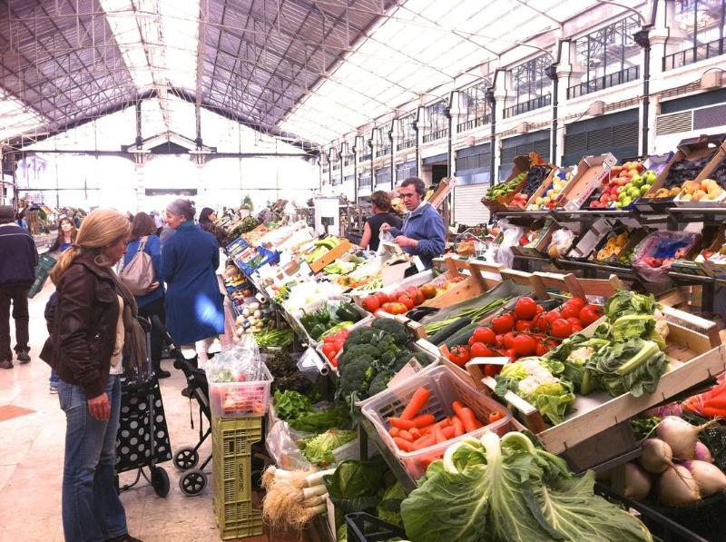 The Mercado da Ribeira is Lisbon´s main market... 1 minute walk away from the apartment!