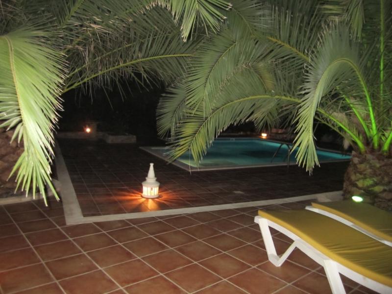 Zwembad nachts
