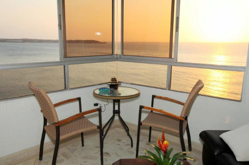 Affordable, modern, beach front apt. w/ocean view., vacation rental in Cartagena