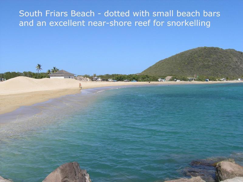 Questa spiaggia caraibica è meno di 2 miglia di distanza... vedere come deserta è!!!