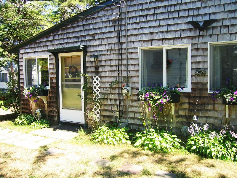 Bonney Cape Cod Cottage, holiday rental in Falmouth