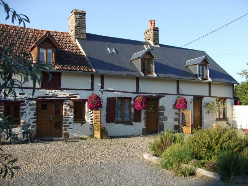 Gite 1 'Les Hirondelles'  in Normandy countryside, location de vacances à Les Cresnays