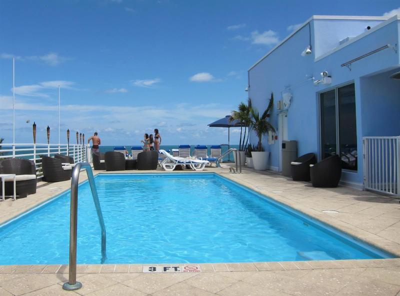 Rooftop Ocean View Pool