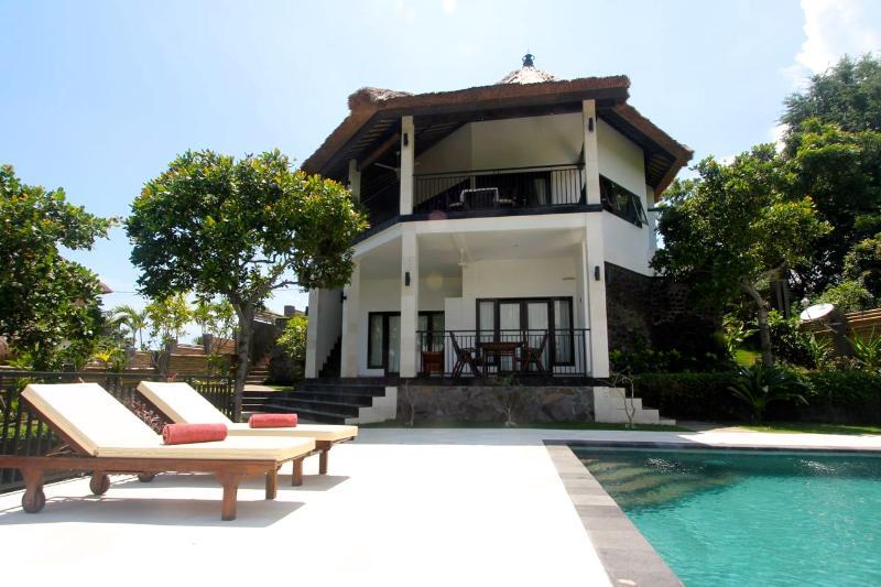 Front view Villa Mente