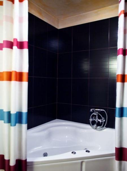 Bathroom with jaccuzzi