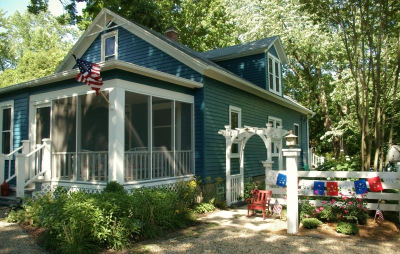 The cottage dressed in 4th of July red, white and blue