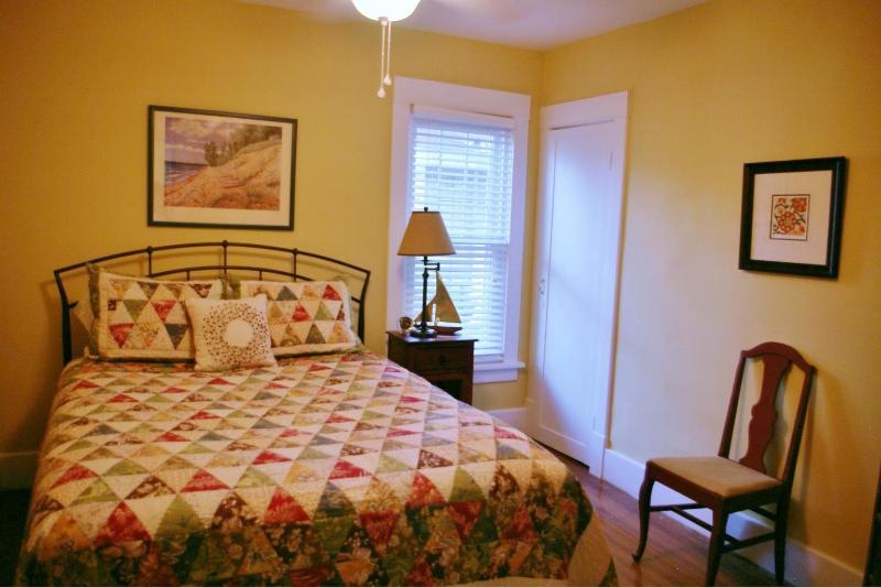 Main étage chambre avec lit Queen Size et Walk In Closet