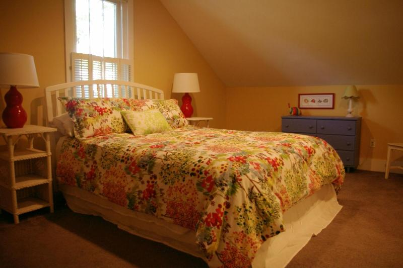 Deuxième étage chambre avec lit Queen