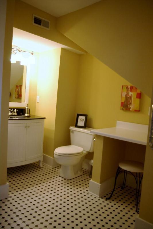 Deuxième bain d'étage avec baignoire/douche Combo