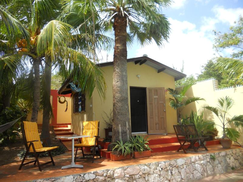 Cozy holiday apartment with private pool, vacation rental in Curaçao