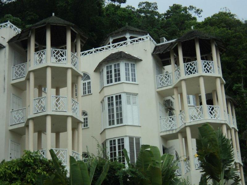 Chill on the hill..free wi fi – semesterbostad i Ocho Rios