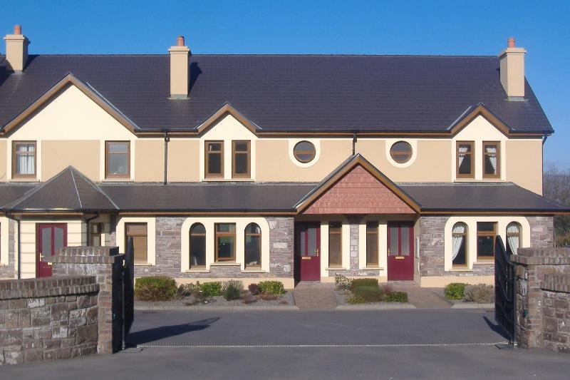 SEEFIN GROVE 4 STAR HOLIDAY RENTAL, aluguéis de temporada em Glenbeigh