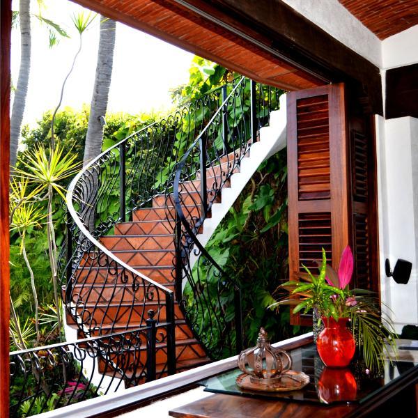 Trap van de belangrijkste niveau (keuken, eetkamer, slaapkamer) in de aanloop naar dakterras