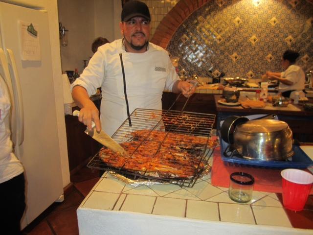 GUEST FOTO: Private Chef Jonathon het bereiden van een maaltijd in de villa