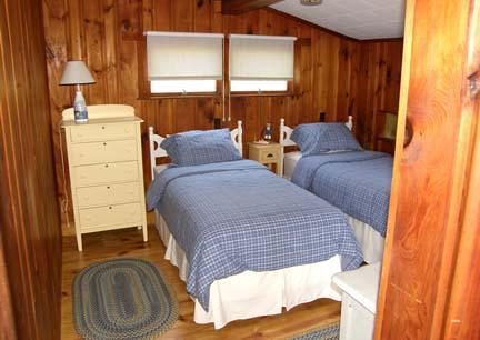 Otro dormitorio principal nivel con 2 gemelos