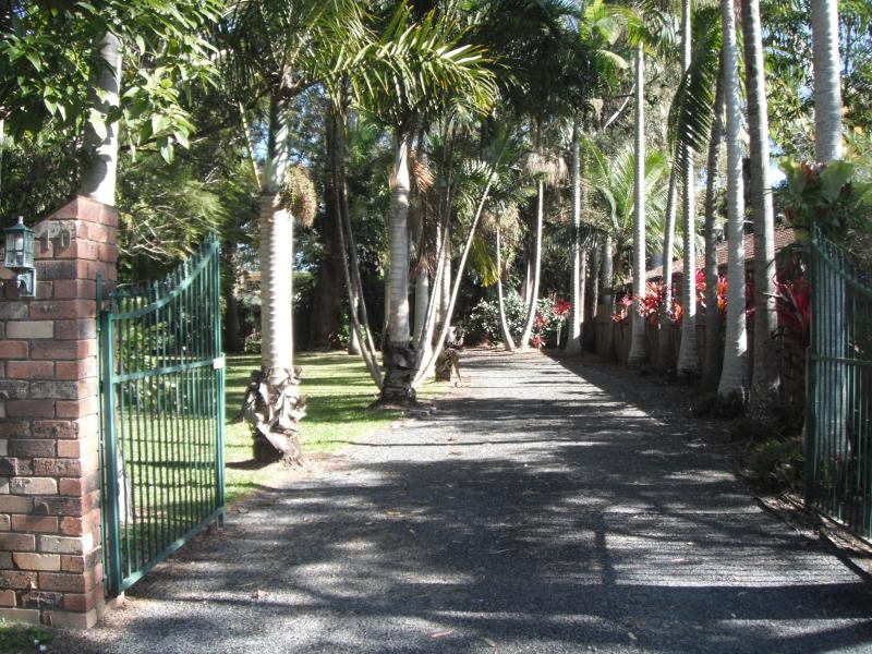 Emerald Tropical Palms B & B, holiday rental in Mullaway