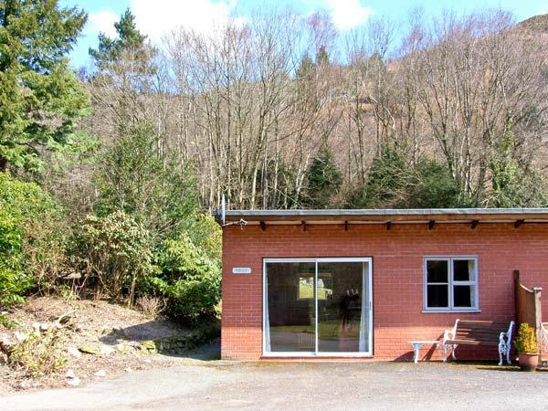 TROUT COTTAGE all ground floor, one bedroom, near to river in Llanwrthwl Ref, casa vacanza a Llanwrthwl