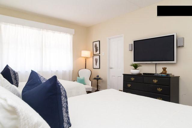 3rd Bedroom; 1 Queen bed and 1 Full bed with 40' Plasma TV