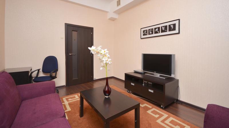 Family Room 2, HD TV, Work Desk