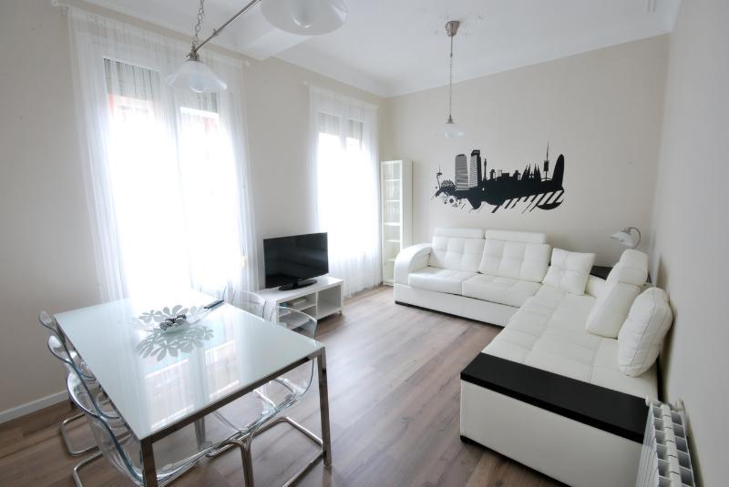 Wonderful 8 people Apartment next Sagrada Familia, vacation rental in Barcelona