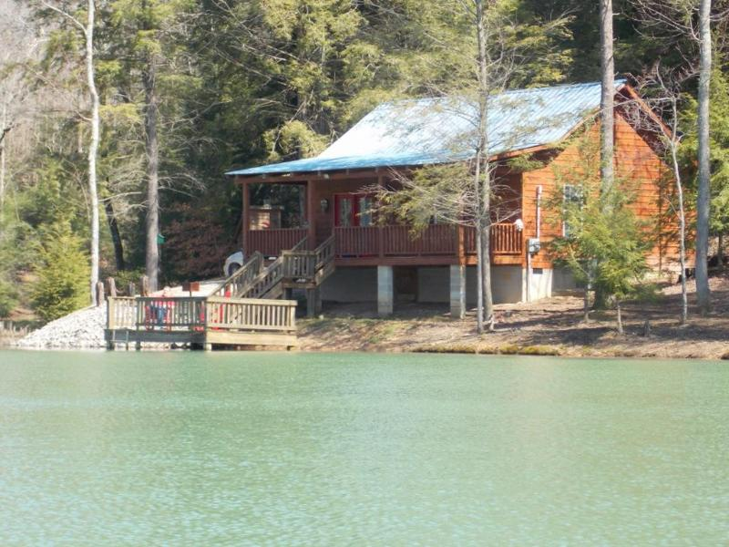 beautiful secluded cabin rental near Crossville and Cookeville TN