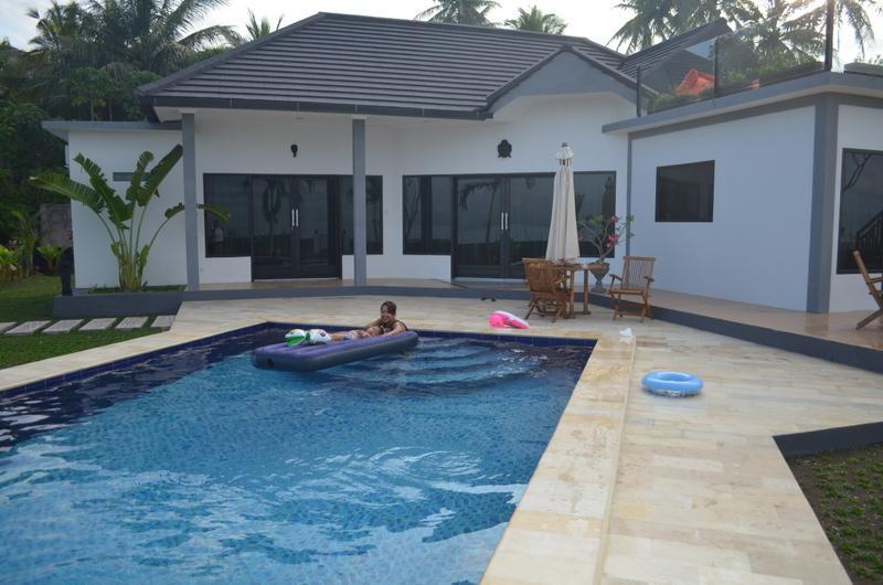 Luxury Beach front Villa  & private pool, alquiler vacacional en West Bali National Park