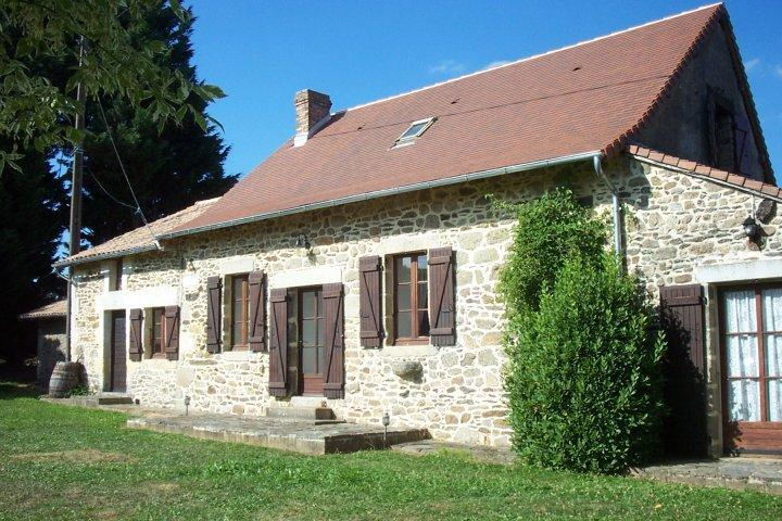 Rustic Traditional Cottage in Quiet Dordogne Village (Near Thiviers), vacation rental in Saint-Saud-Lacoussiere