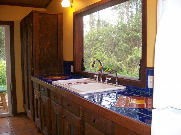 Des armoires dans la cuisine