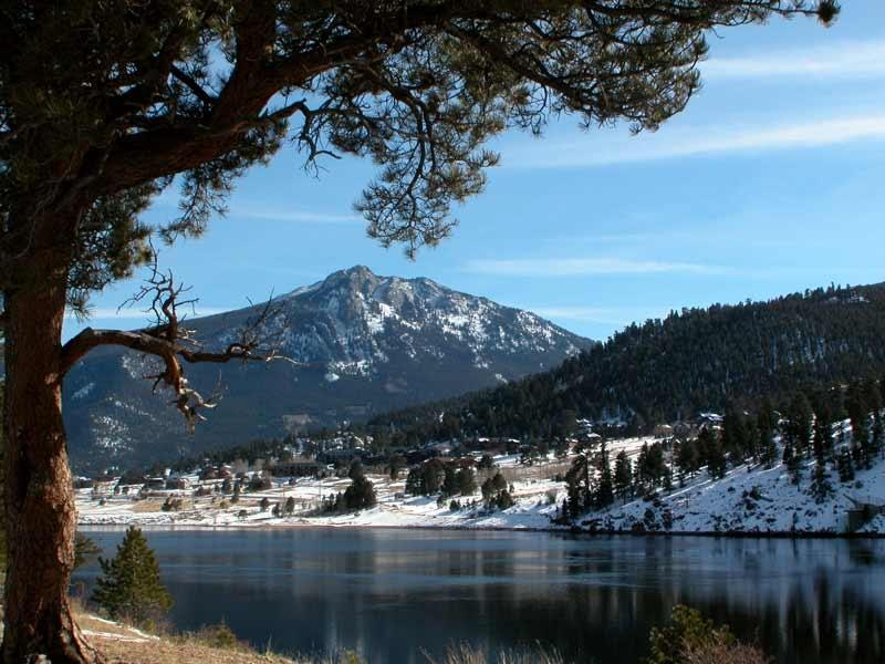 Lake, Estes Park CO de Mary est vers le bas de la colline de Estes Valley Cottage
