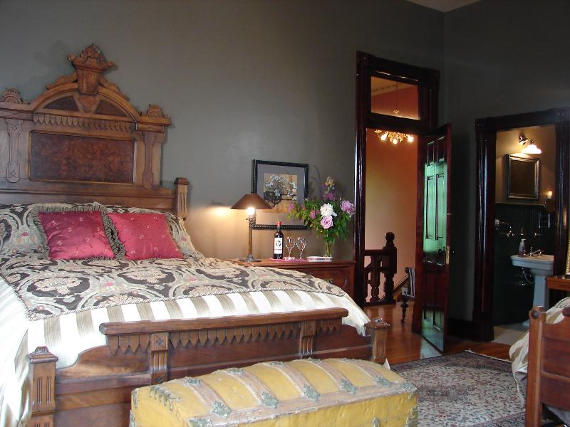 1885 Victorian Mansion, vacation rental in Saint Joseph