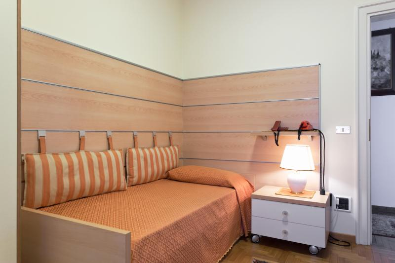 Double roll-away bed (2 pax)