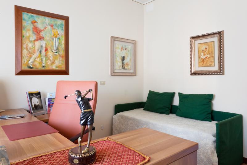 Single Bedroom  study (1 pax)