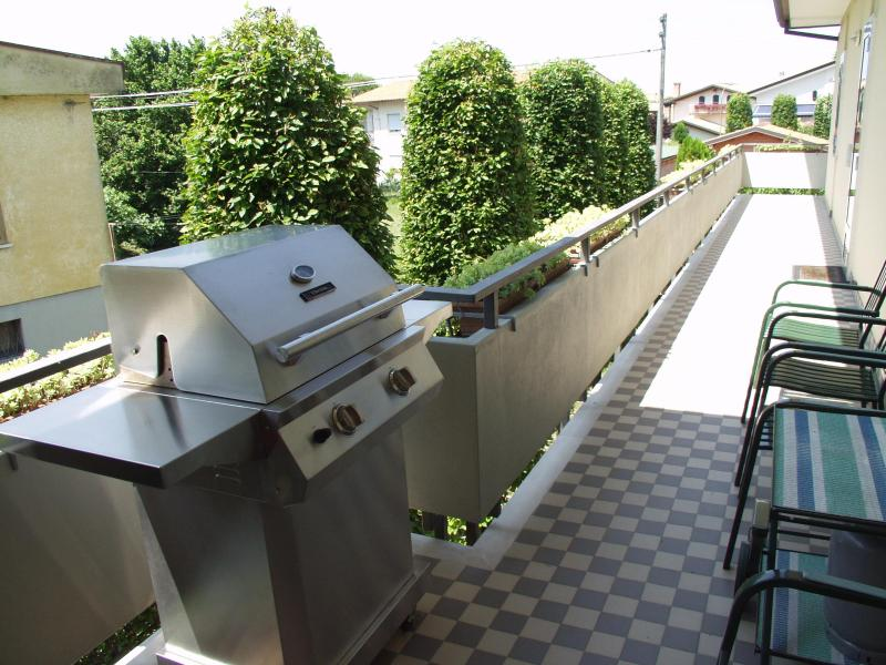 West terrace with Gas-barbeque