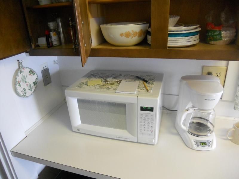 Microwave and dishes