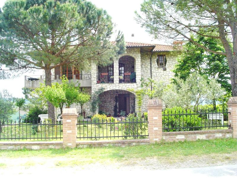 Casa Julian Holiday Apartments  - Girasole, holiday rental in Castiglione del Lago