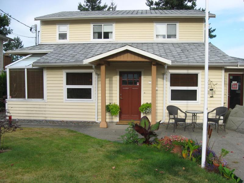 Money Pennies Bed and Breakfast, holiday rental in Campbell River