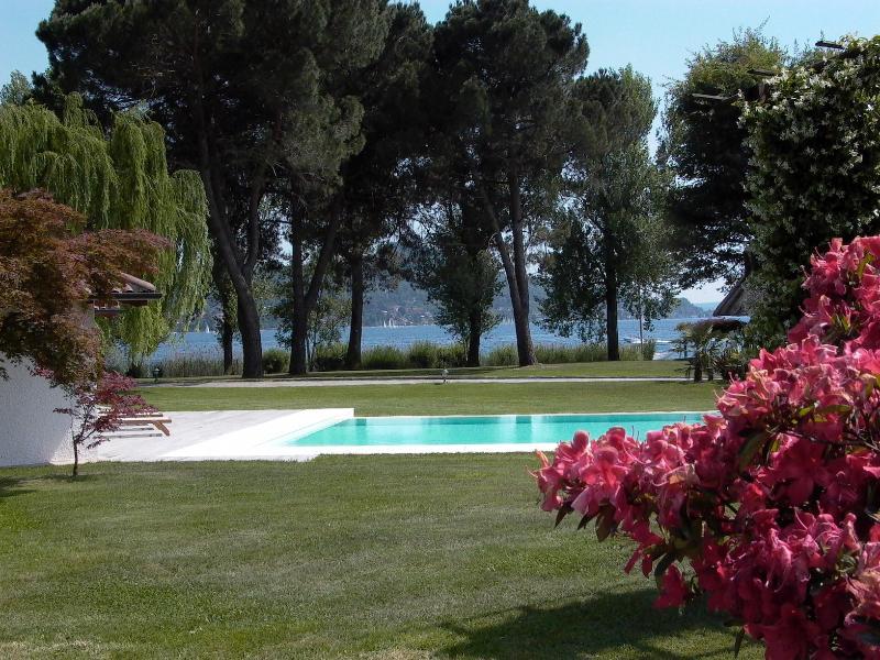 vue sur le lac de villa