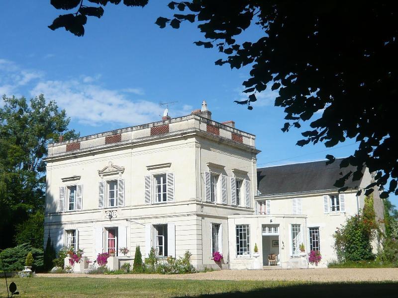 Les Longchamps Suite Divine Proportion 4 people, holiday rental in Allonnes