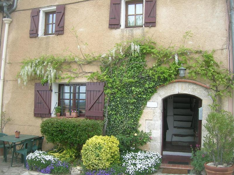 Our House in Provence, Superb Vacation Rental with a Balcony, location de vacances à Moissac-Bellevue