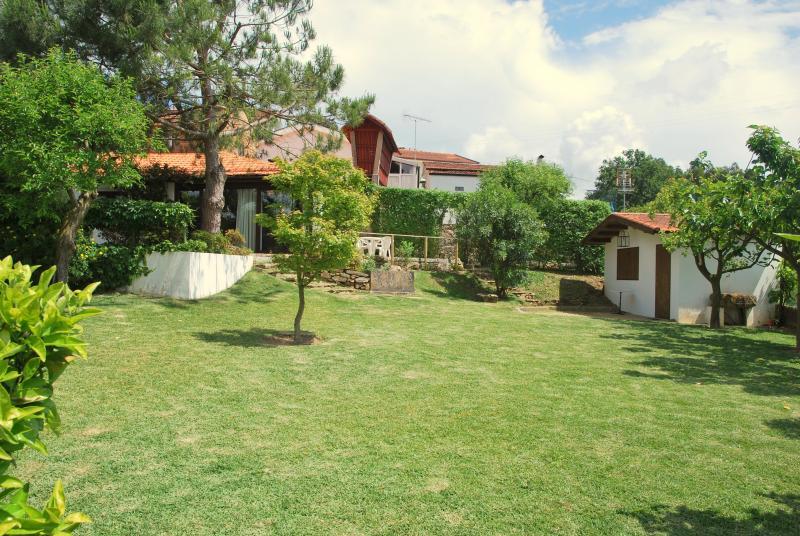 Trädgård med hus och verktyg hus på den högra Jun2013