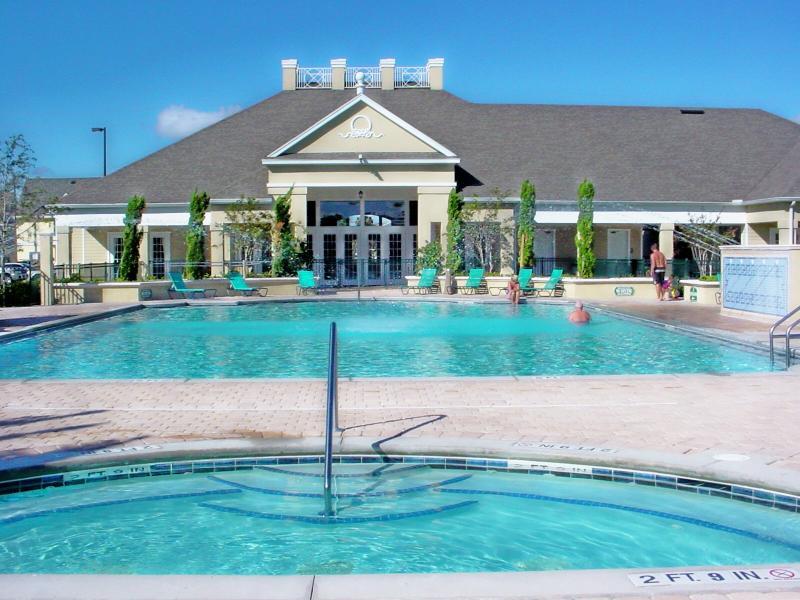 Club-House, un centre de Fitness, salle de jeux, piscine chauffée et bain à remous