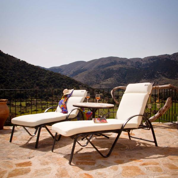 MOUNTAIN PARADISE WITH PRIVATE POOL-VILLA GALATIA, vacation rental in Chania Town