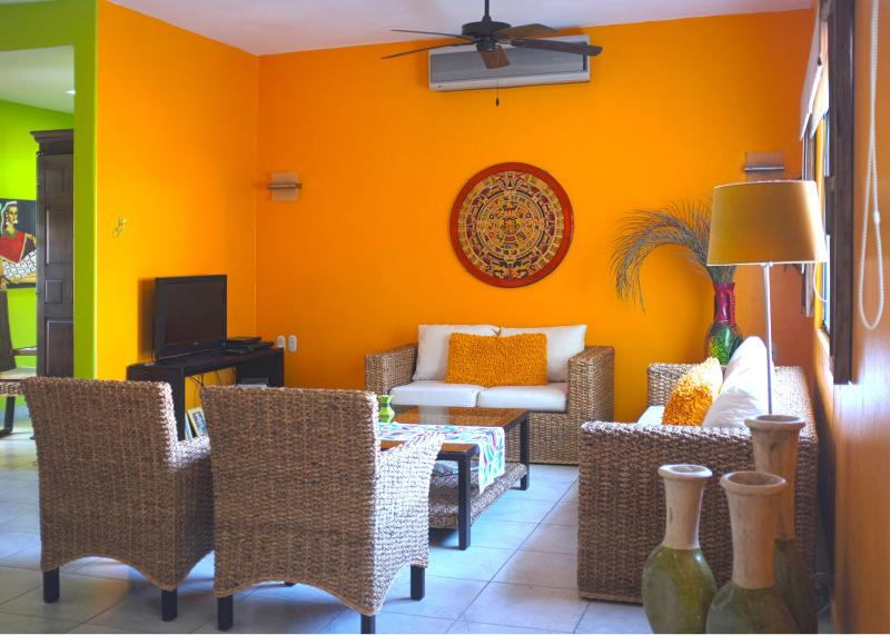Beautiful and Spacious Condo - Close to Everything, vacation rental in Huatulco