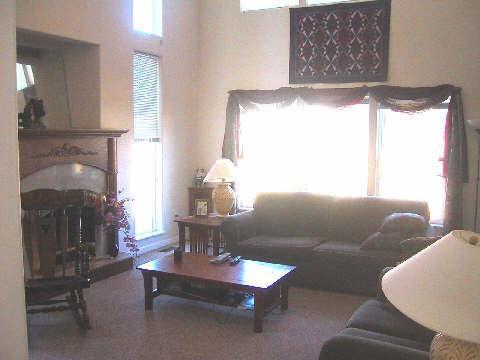 Großes Zimmer mit Gas-Kamin