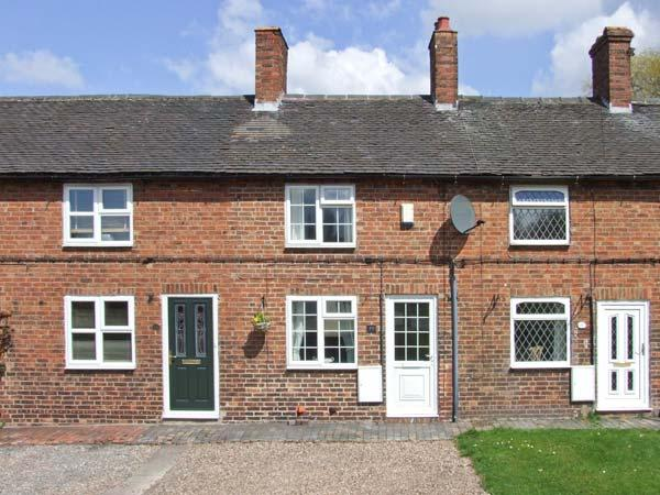 MILL WHEEL COTTAGE, woodburner, courtyard, touring base, Hartshorne Ref 23982, holiday rental in Swadlincote