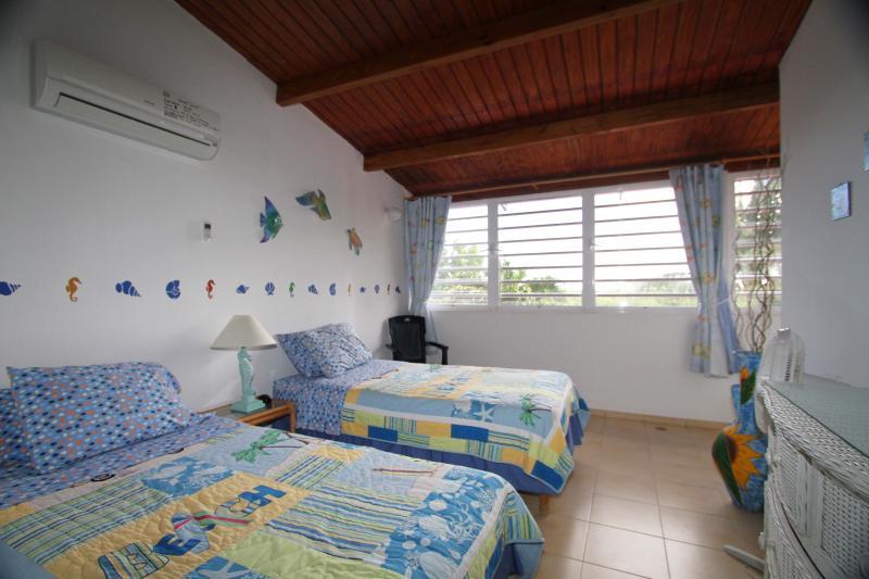 Otra vista del dormitorio principal.